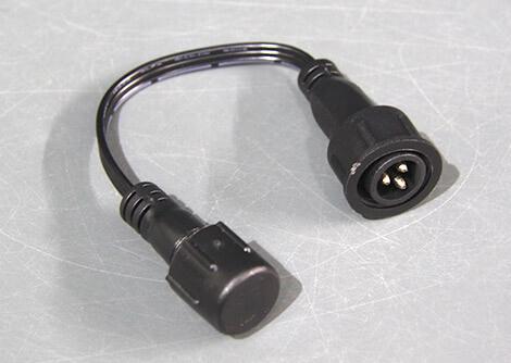 R2オス-R1メス変換ケーブル